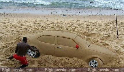 7. Mașină în nisip